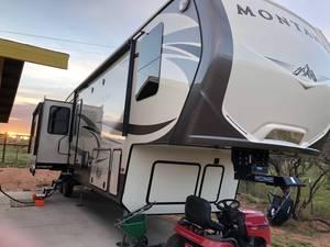 2017 Keystone Montana 3720RL