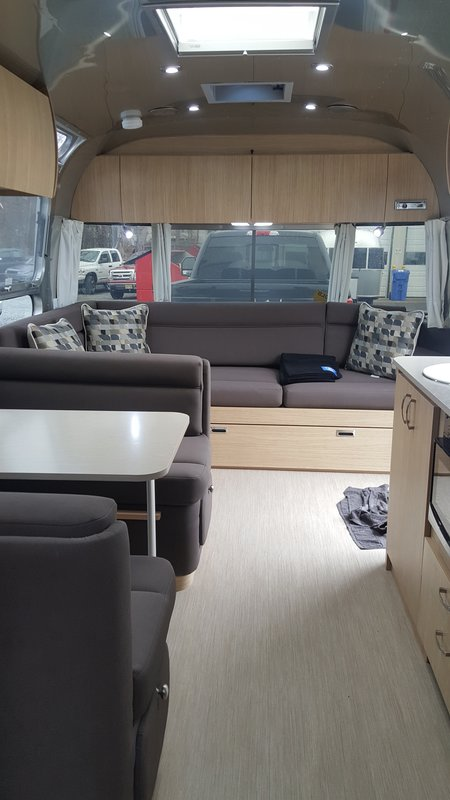 2018 Airstream Flying Cloud 30RB Queen