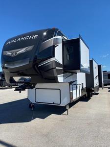2021 Keystone Avalanche 378BH