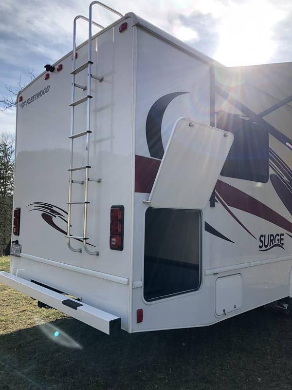 2018 Fleetwood Surge 29V