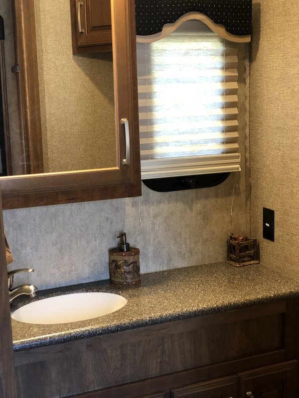 2016 Keystone Montana Legacy 3910FB. Luxury Package