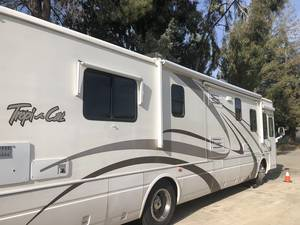 2004 National RV Tropical T 370