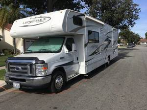 2014 Coachmen Leprechaun 317SA