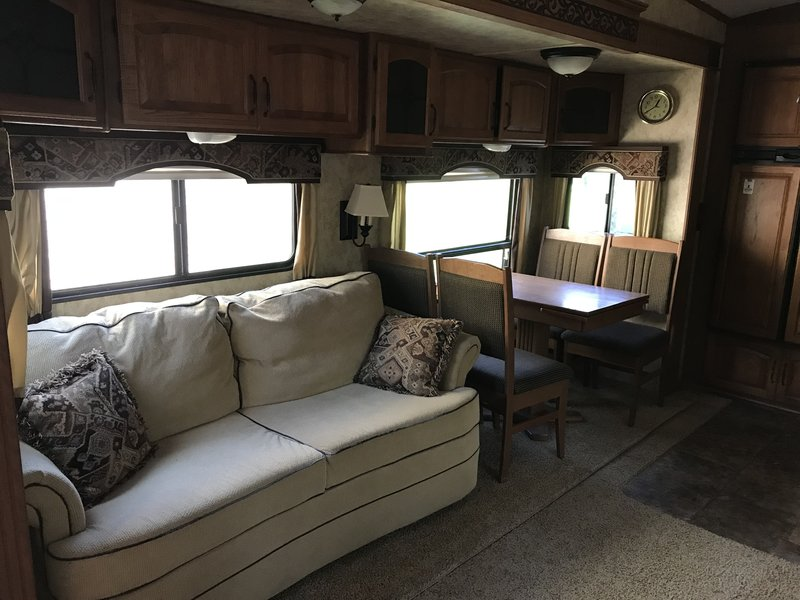 2011 Keystone Montana Hickory 3585SA