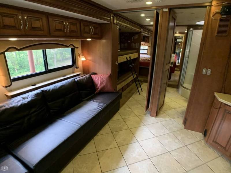 2011 Fleetwood Discovery 40G