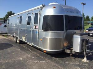 2004 Airstream Classic 30 with slide