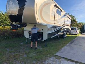2017 Redwood RV  39MB Mid Bath