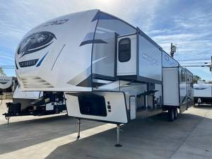 2021 Forest River Cherokee Arctic Wolf 3660SUITE