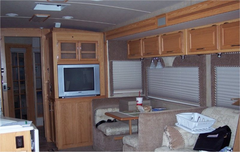 2006 Winnebago Adventurer 37B