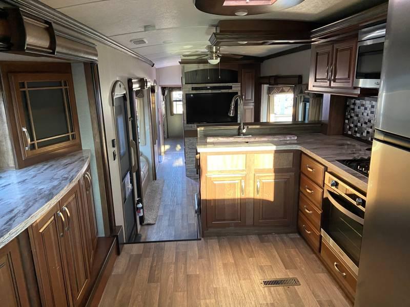 2017 Keystone Montana 3820FK