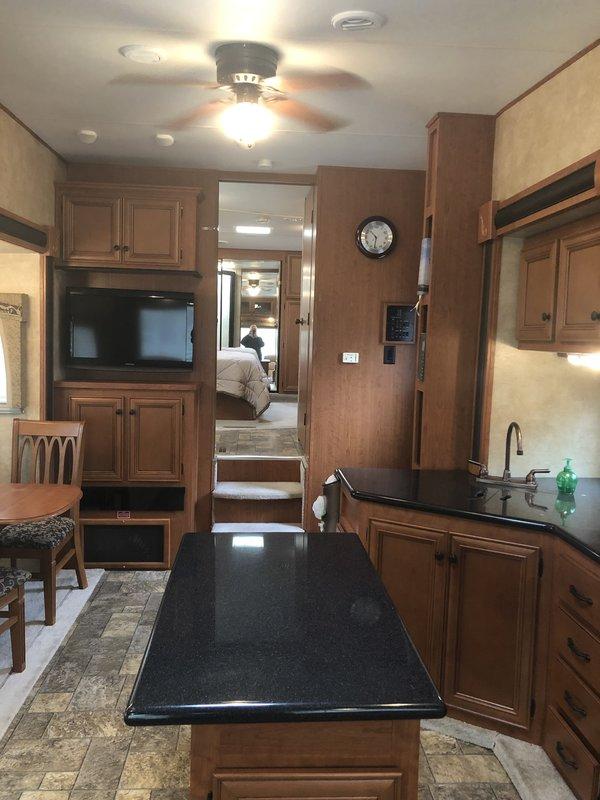 2011 Forest River Blue Ridge Cabin 2950RK