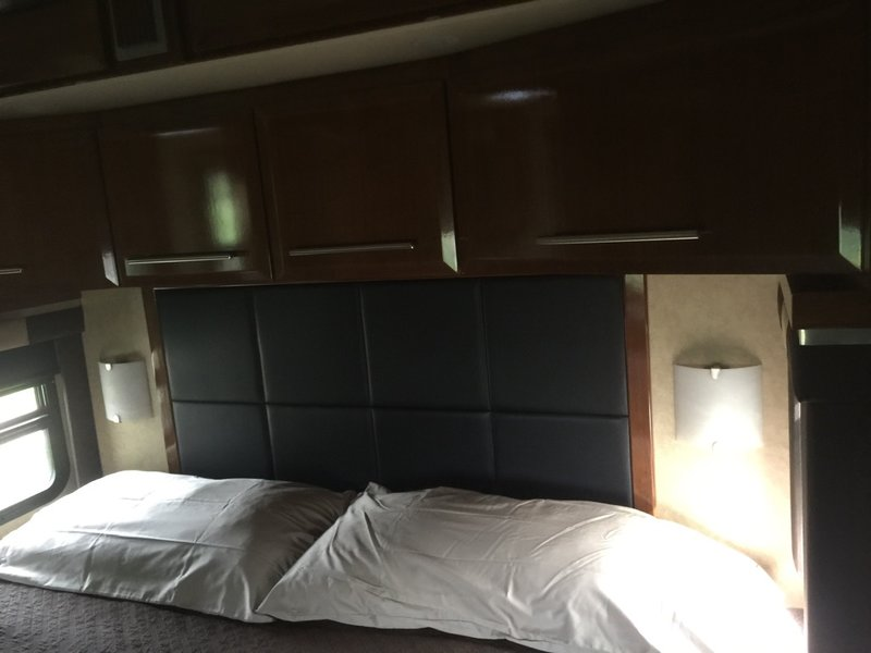 2009 Newmar King Aire 4561