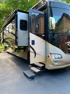2012 Winnebago Journey 40U
