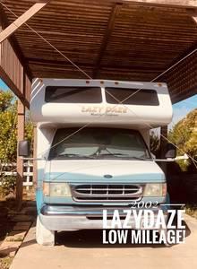 2002 Lazy Daze 23 5' Twin King