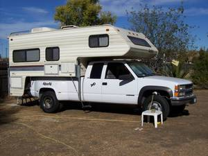 1995 Chevy 3500 4 x 4 WITH  LANCE S  LANCE SQUIRE 9000 /CAB OVER
