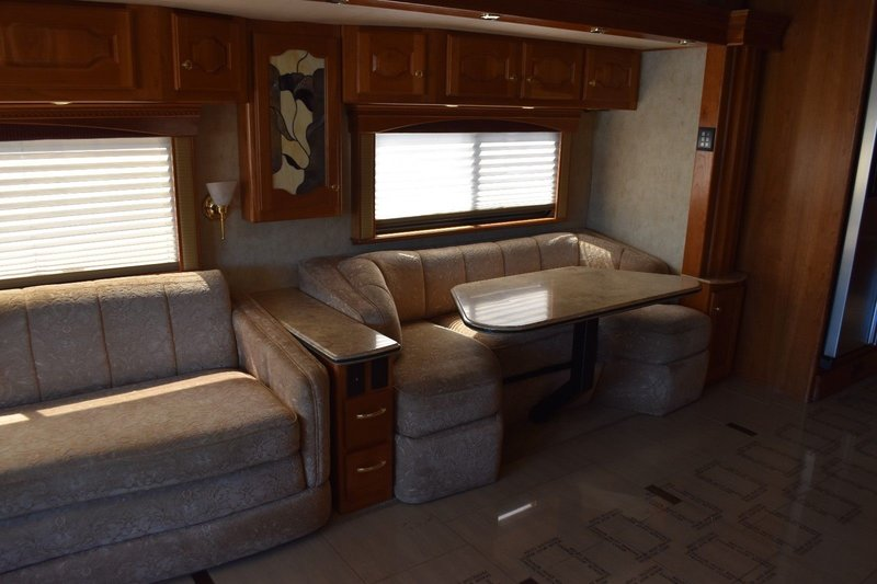 2007 Country Coach Intrigue 530 45' Jubilee