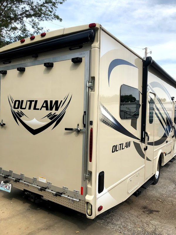 2014 Thor Motor Coach Super C Outlaw 35SG Toy Hauler
