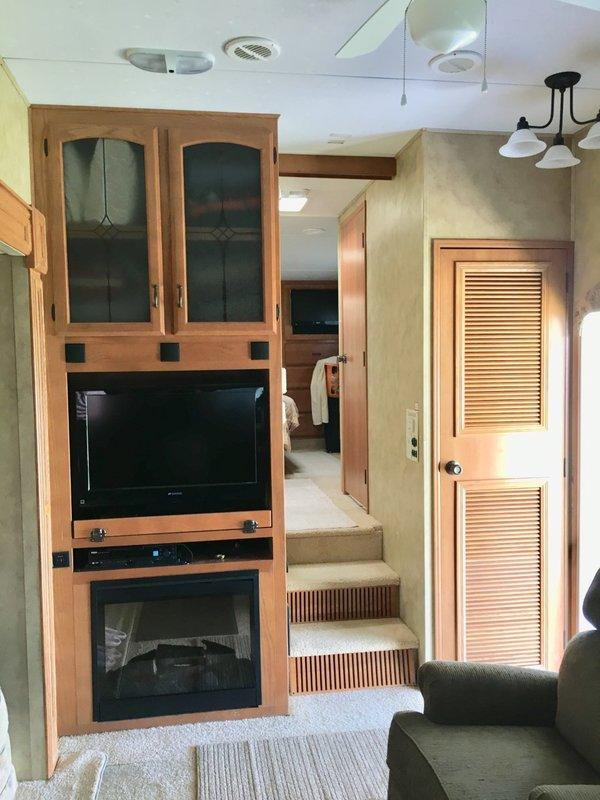 2009 Keystone Montana 3000RK LE