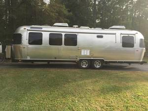 2017 Airstream Classic 30 Queen
