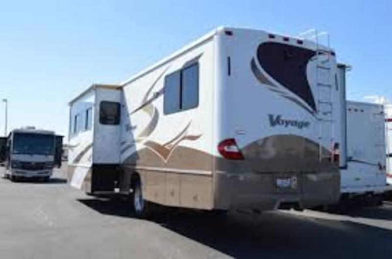 2007 Winnebago Voyage 35L