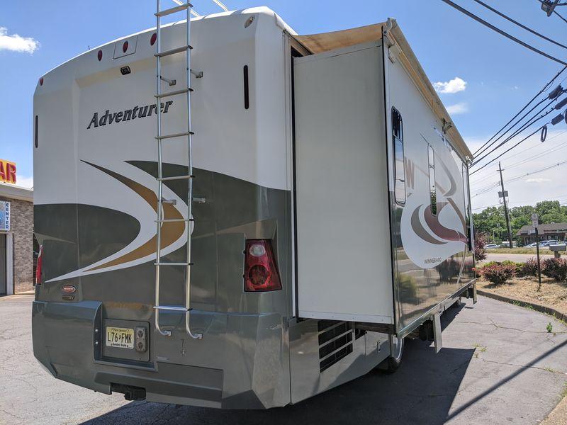 2007 Winnebago Adventurer 38T