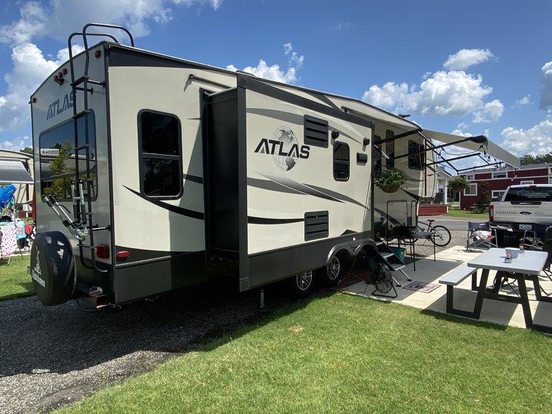2018 Dutchmen Atlas 2952RLF