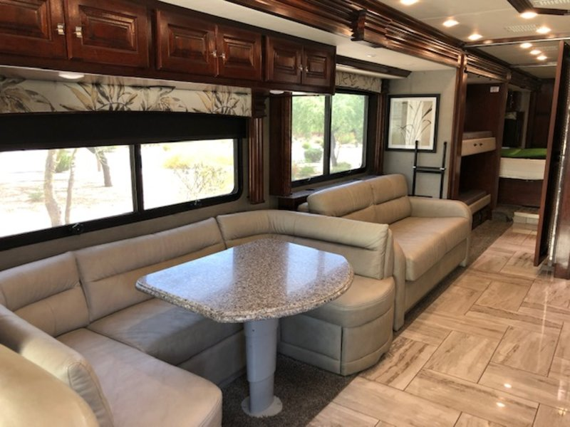2018 Fleetwood Discovery LXE 40G