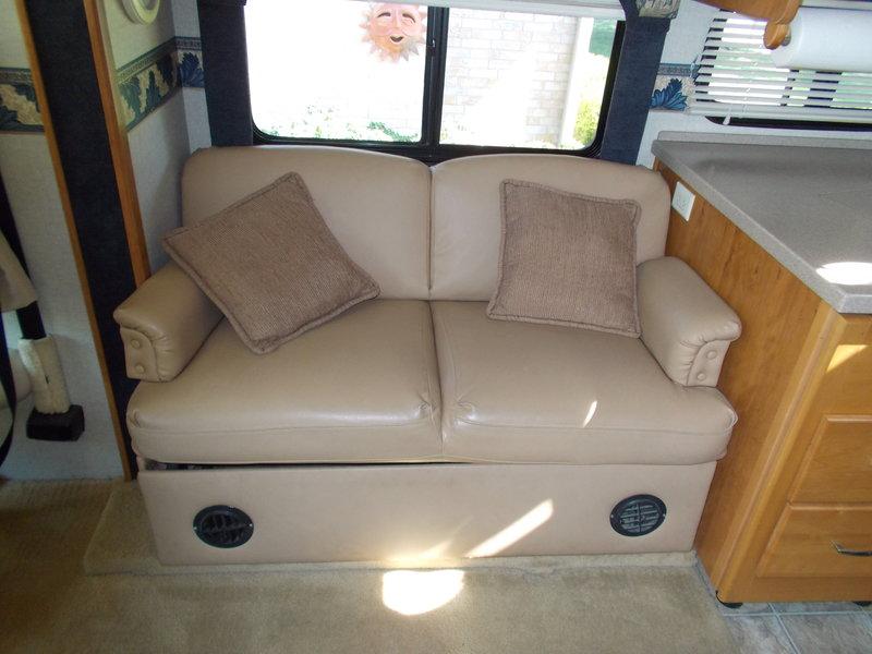 2005 Fleetwood Bounder Diesel 38N