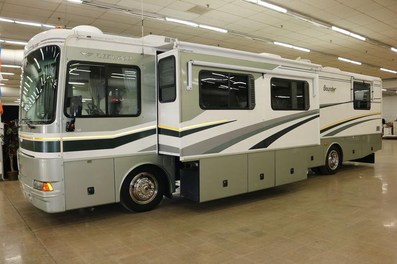 2005 Fleetwood Bounder Diesel 39Z