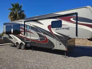 2016 Keystone Alpine 3535RE