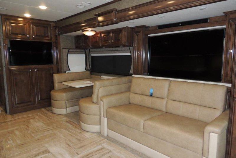 2017 Thor Motor Coach Venetian A40
