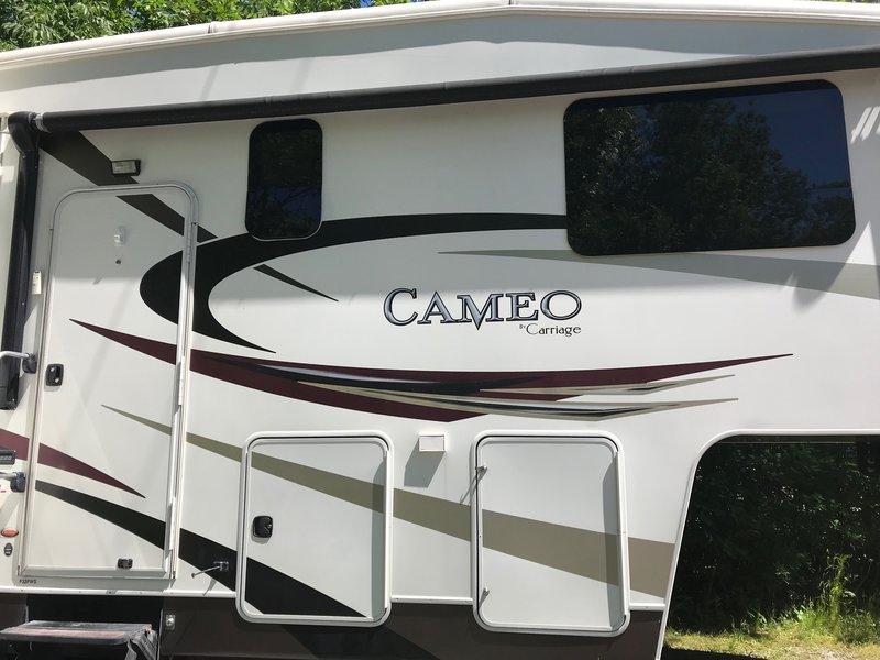 2011 Carriage Cameo 32FWS