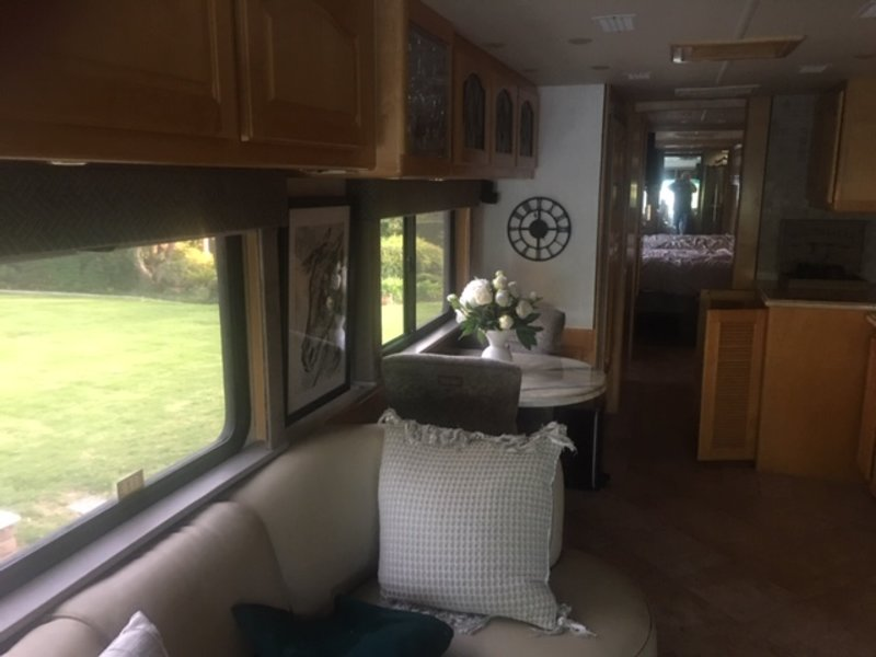 2002 Country Coach Affinity bed and breakfast