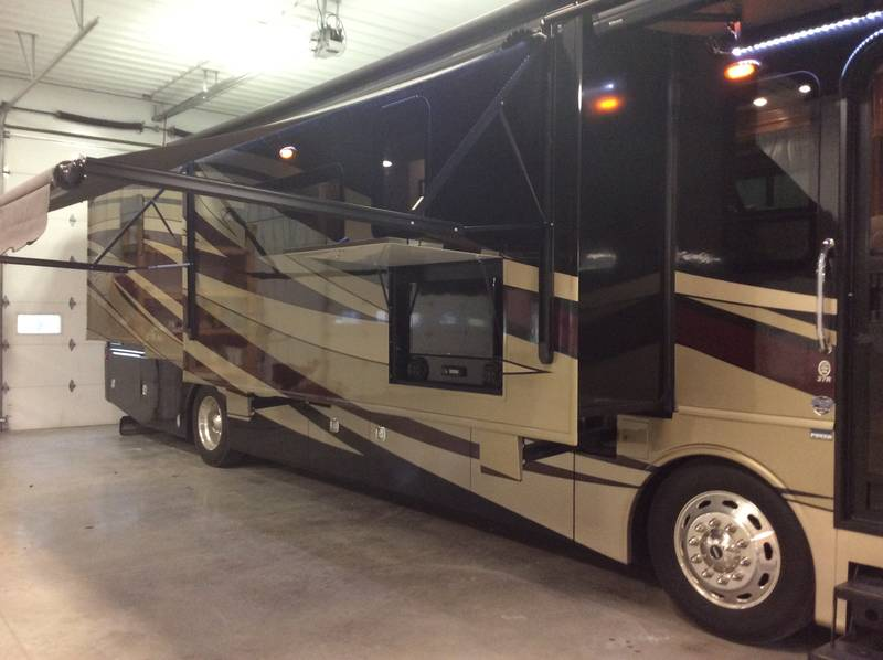 2017 Fleetwood Discovery 37R