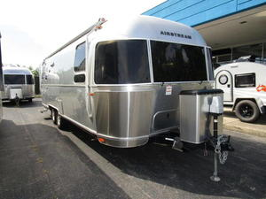 2018 Airstream Flying Cloud 27 FB Twin