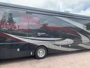 2019 Fleetwood Discovery LXE 40M