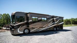 2007 Country Coach Allure 470 Hood River
