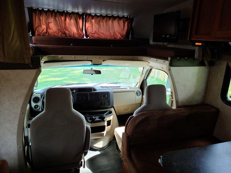 2012 Coachmen Freelander 32BH Ford 450