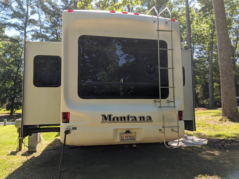 2009 Keystone Montana 3400RL Arctic Package Limited edition