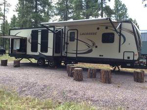 2016 Prime Time Lacrosse Luxury Lite 330RST