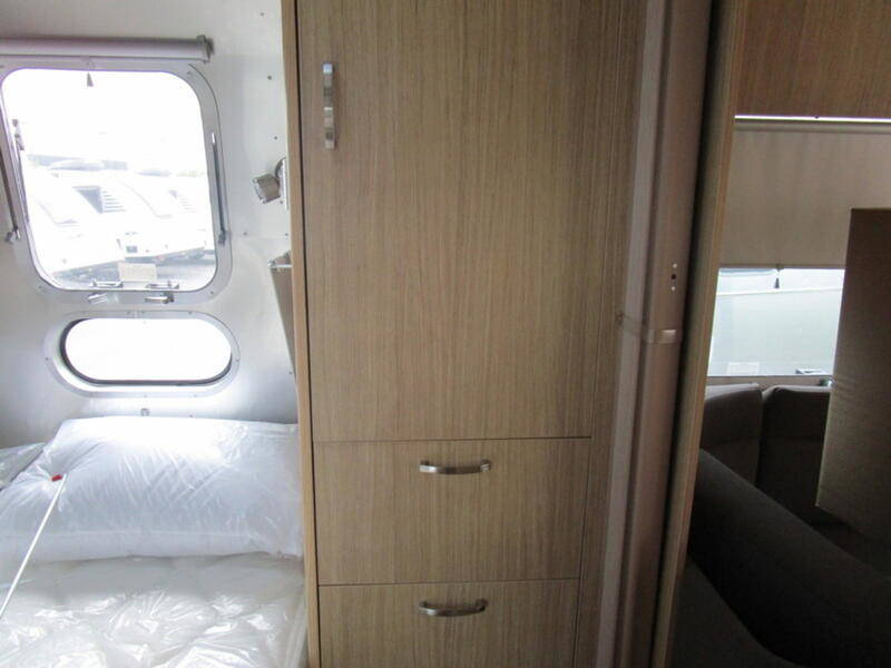 2019 Airstream Flying Cloud 23FB QUEEN