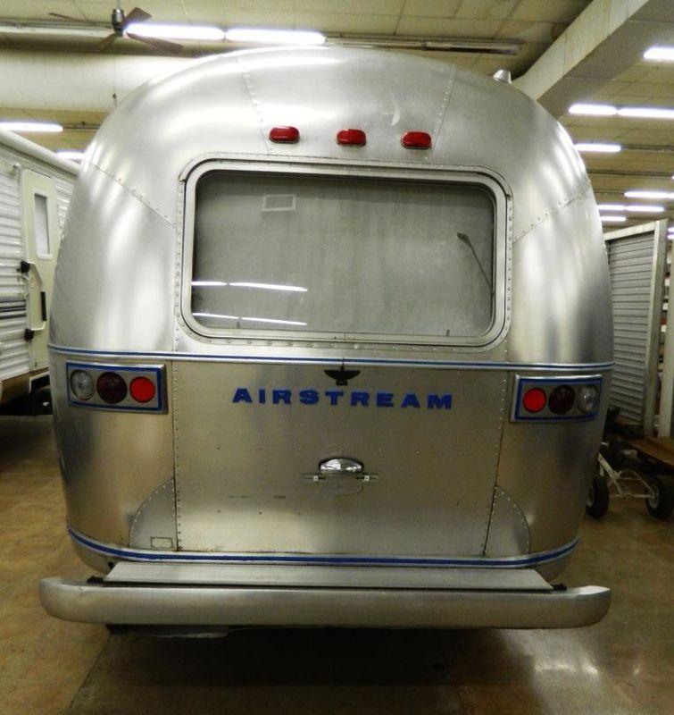 1973 Airstream Land Yacht Safari Twin