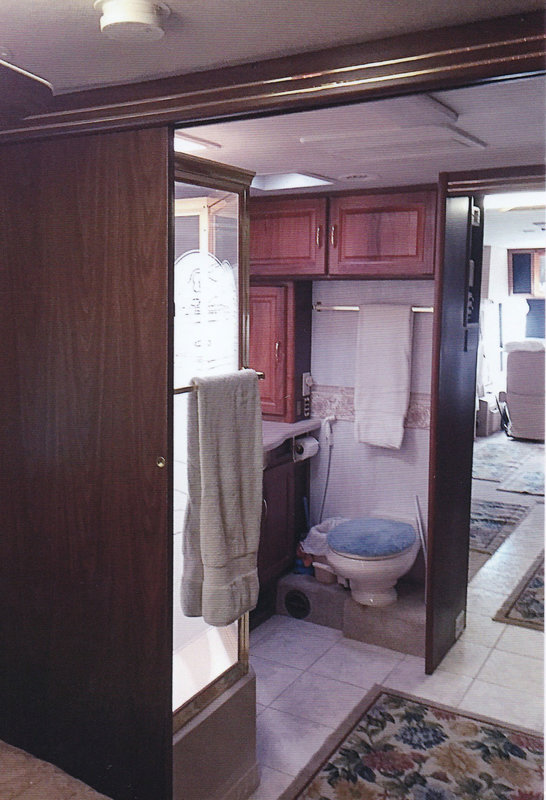 2000 National RV Tradewinds 7370