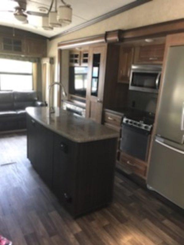 2016 Keystone Montana 3721RL