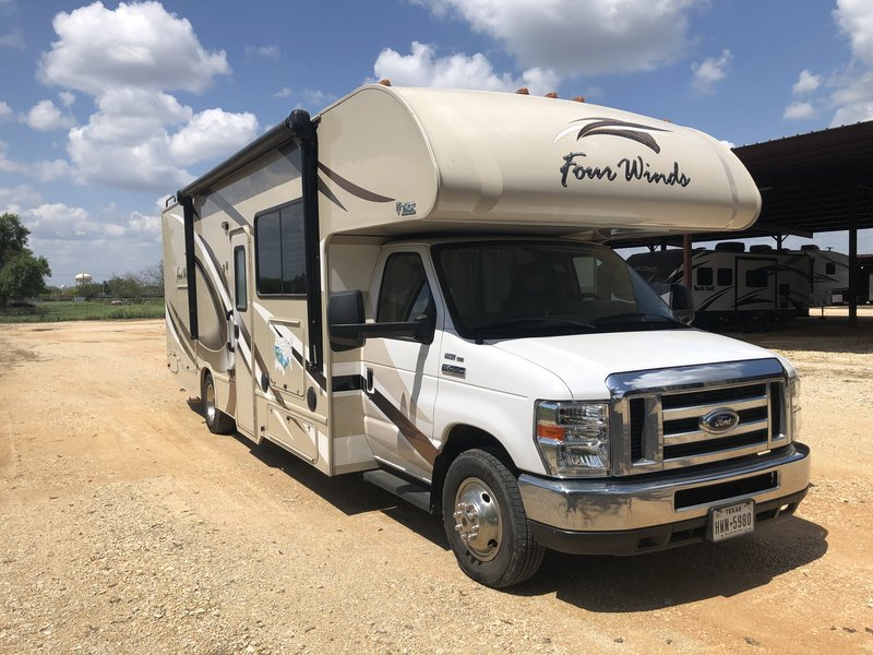2017 Thor Motor Coach Four Winds 29G