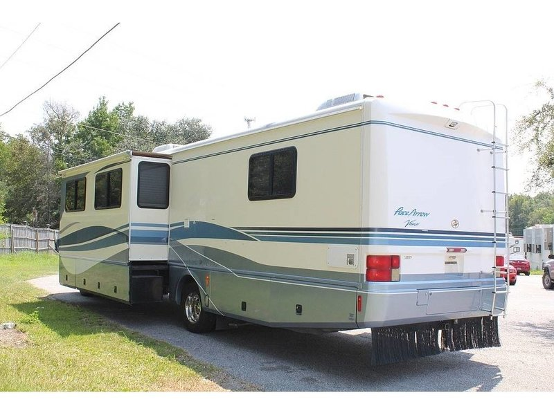 1999 Fleetwood Pace Arrow Vision 36BHXS