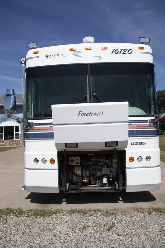 1997 Foretravel Motorcoach Unicoach 4000 U295