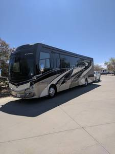 2018 Fleetwood Discovery 40 D
