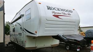 2008 Forest River Rockwood Signature 8233s