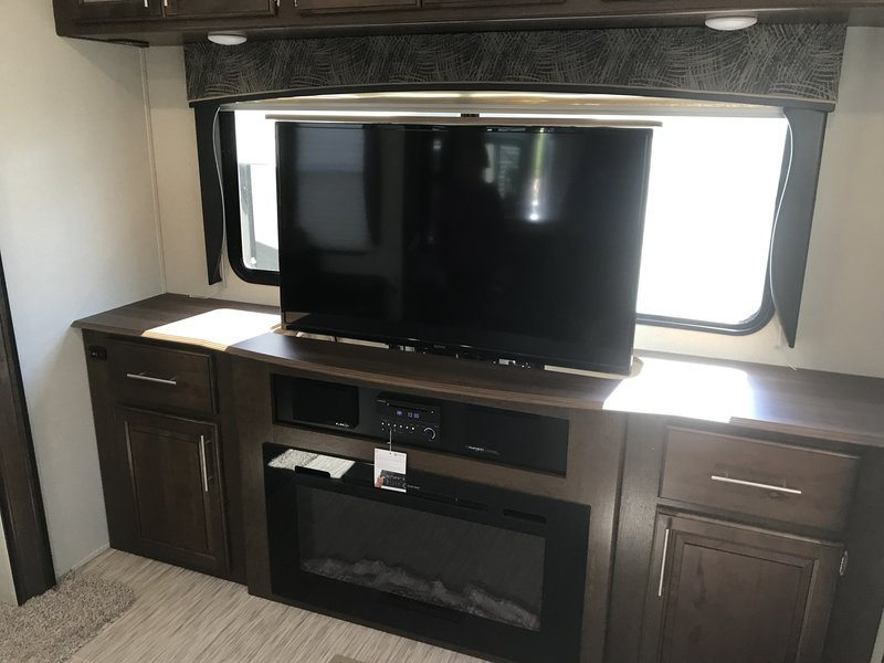 2018 Forest River Wildcat WCF35WB